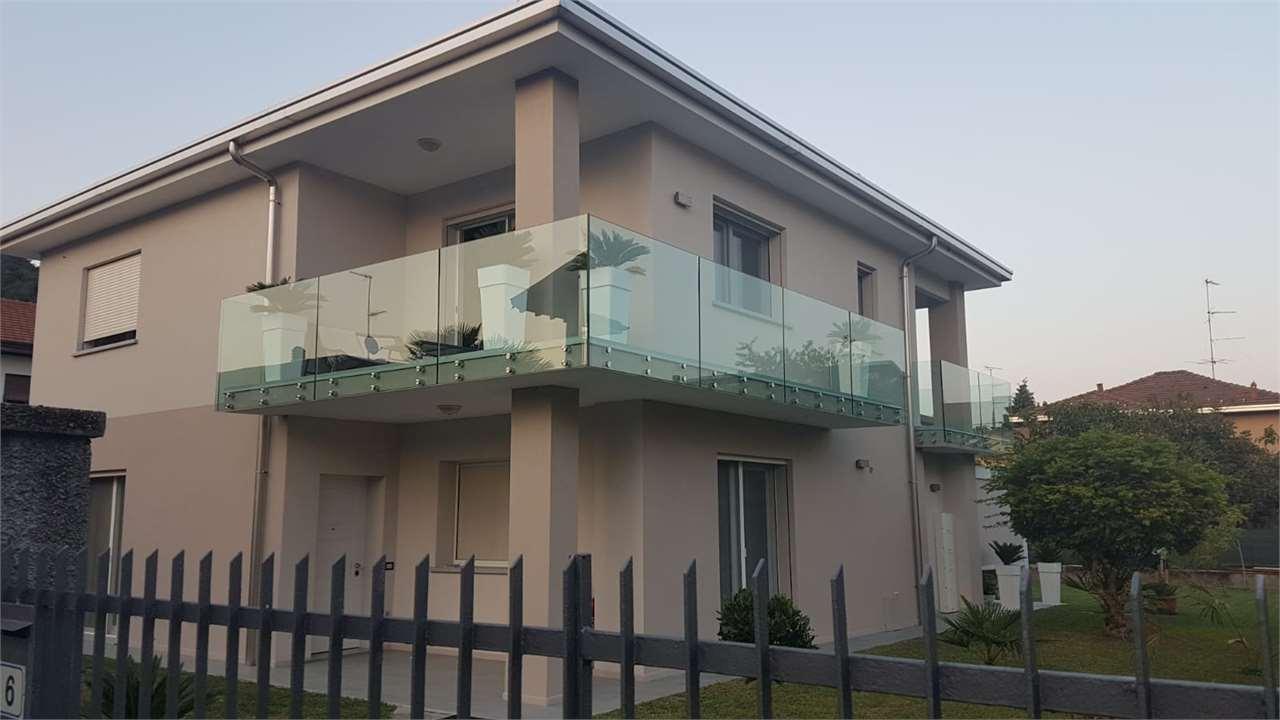 Villa in vendita a Sesto Calende, 8 locali, Trattative riservate | CambioCasa.it