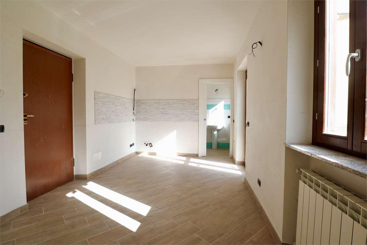 Appartamento in vendita a Taino, 2 locali, prezzo € 65.000   PortaleAgenzieImmobiliari.it