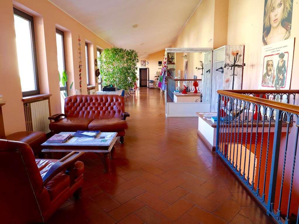 Negozio / Locale in affitto a Travedona-Monate, 5 locali, prezzo € 1.200 | PortaleAgenzieImmobiliari.it