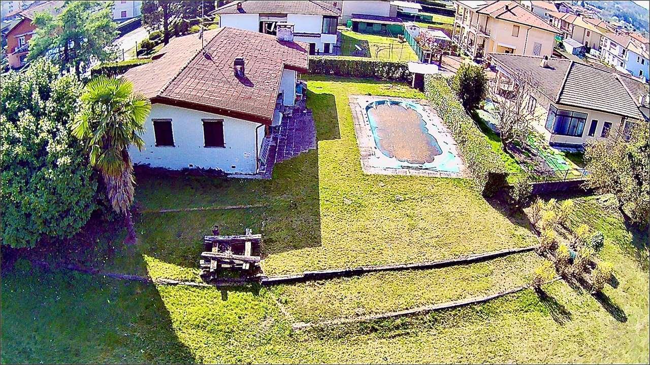 Villa in vendita a Angera, 5 locali, prezzo € 370.000 | PortaleAgenzieImmobiliari.it