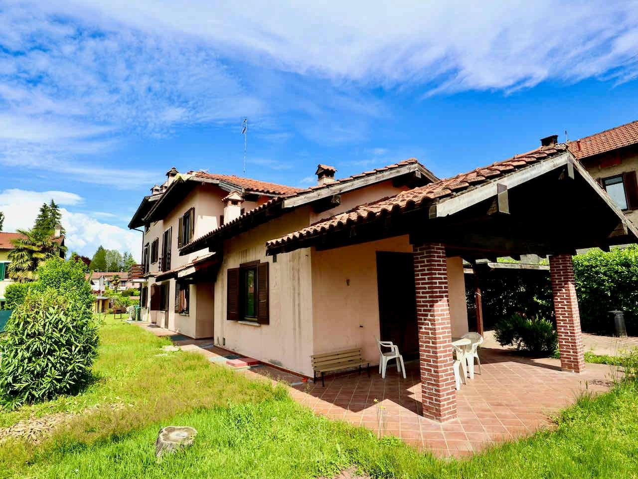 Villa in vendita a Taino, 7 locali, prezzo € 258.000   PortaleAgenzieImmobiliari.it