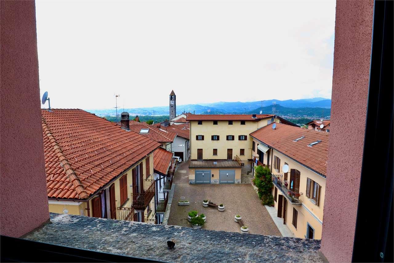 Appartamento in affitto a Taino, 4 locali, prezzo € 650 | CambioCasa.it