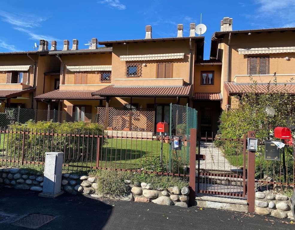 Appartamento in vendita a Cuveglio, 3 locali, zona Zona: Canonica, prezzo € 105.000   CambioCasa.it