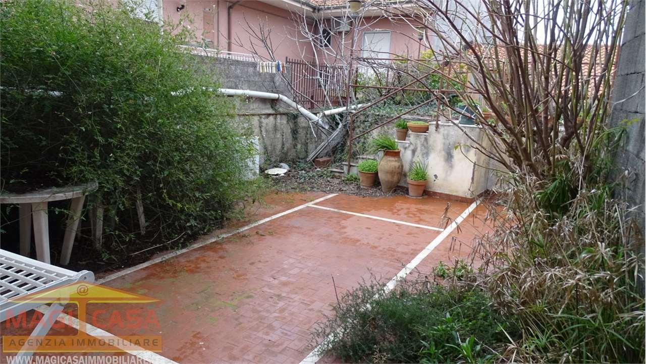 Soluzione Indipendente in vendita a Camporotondo Etneo, 10 locali, prezzo € 155.000   CambioCasa.it