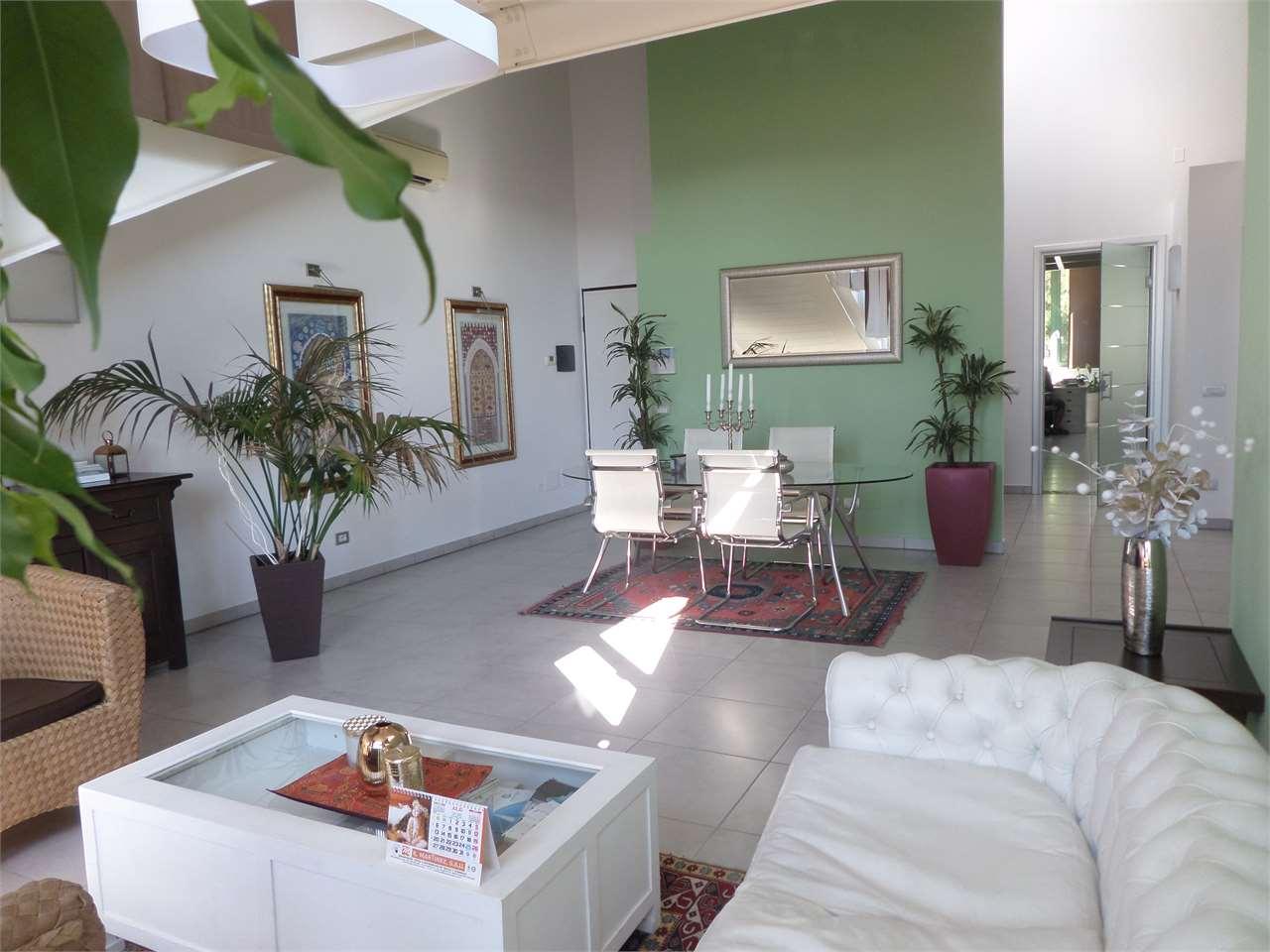 Loft / Openspace in vendita a Ravenna, 1 locali, zona Zona: Centro storico, prezzo € 190.000 | CambioCasa.it