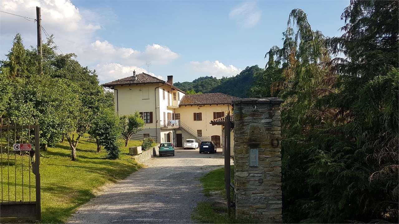 Azienda Agricola in vendita a Sinio, 9 locali, prezzo € 590.000 | CambioCasa.it
