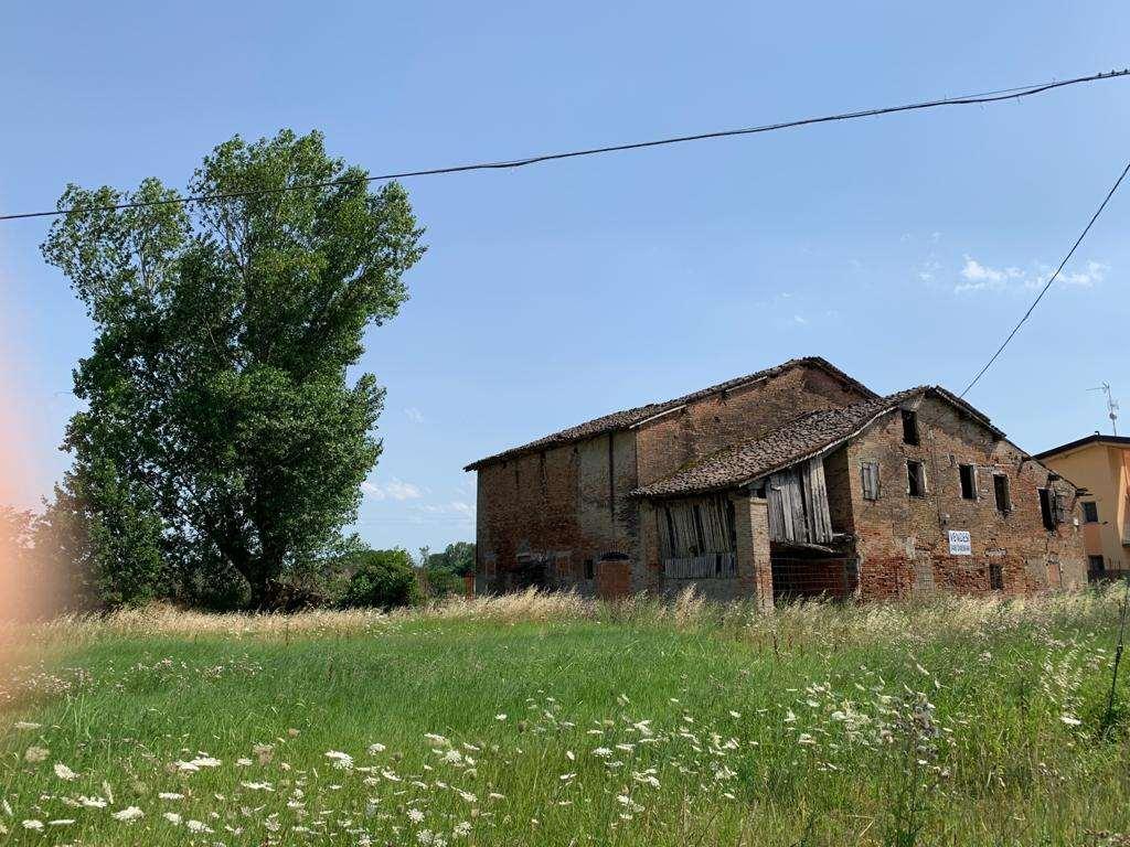 Rustico / Casale in vendita a Castelnuovo Rangone, 20 locali, zona Zona: Cavidole., prezzo € 360.000 | CambioCasa.it