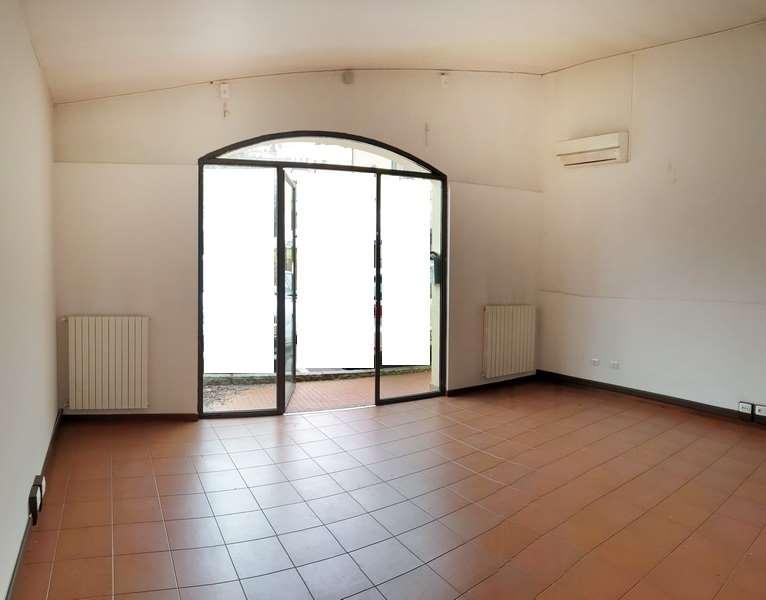 Negozio / Locale in affitto a Modena, 1 locali, zona Zona: Villaggio Zeta, prezzo € 500 | CambioCasa.it