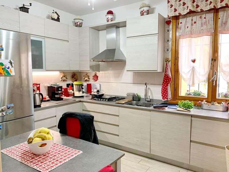 Appartamento in vendita a Rubiera, 7 locali, prezzo € 185.000 | CambioCasa.it