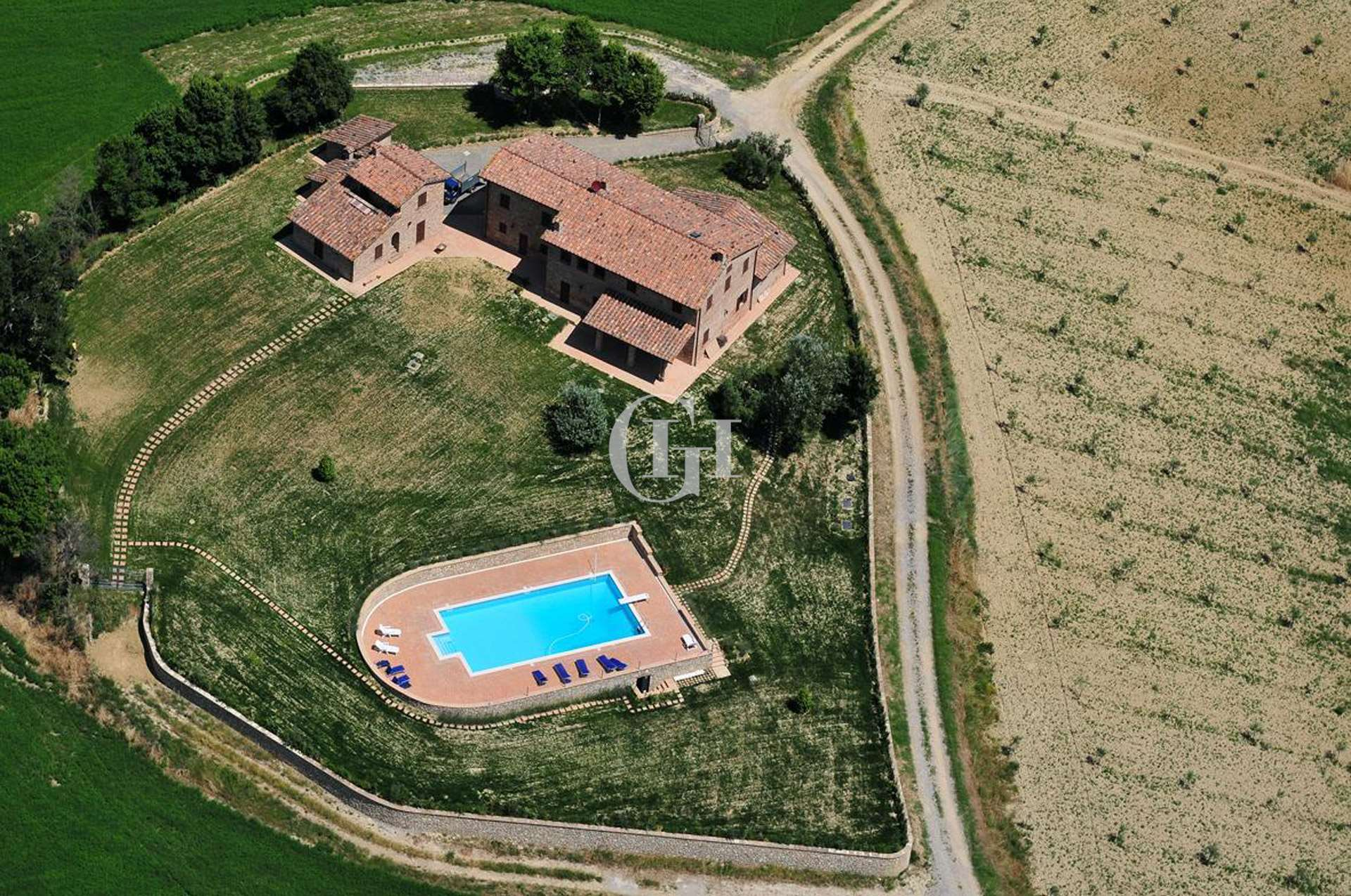 Farmhouse with magnificent view onto Val di Chiana