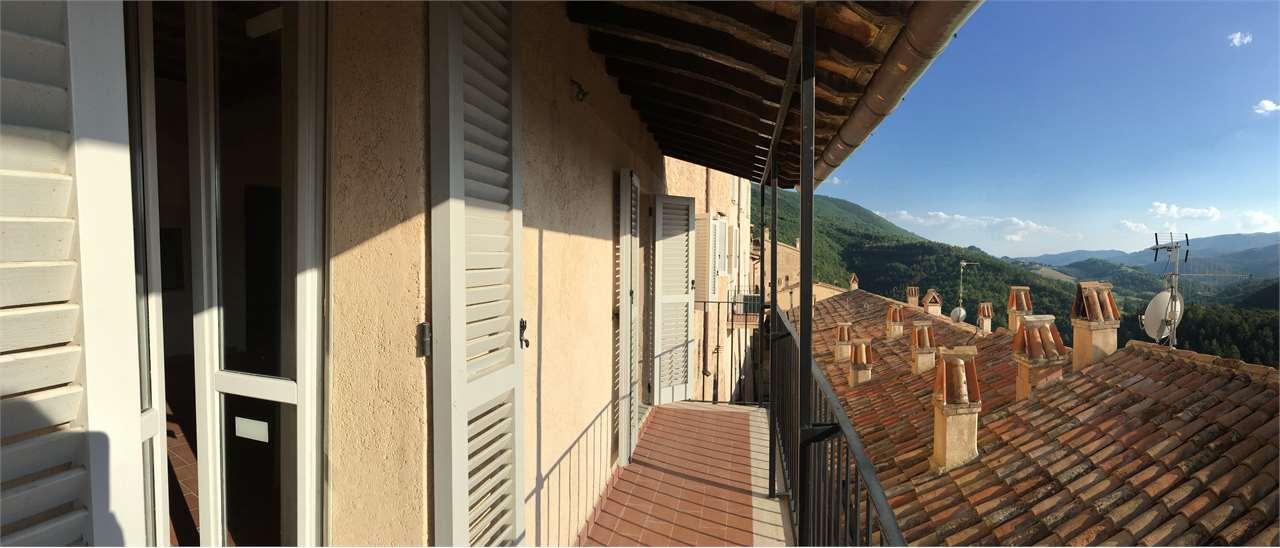 Appartamento in vendita a Nocera Umbra, 6 locali, prezzo € 75.000 | CambioCasa.it