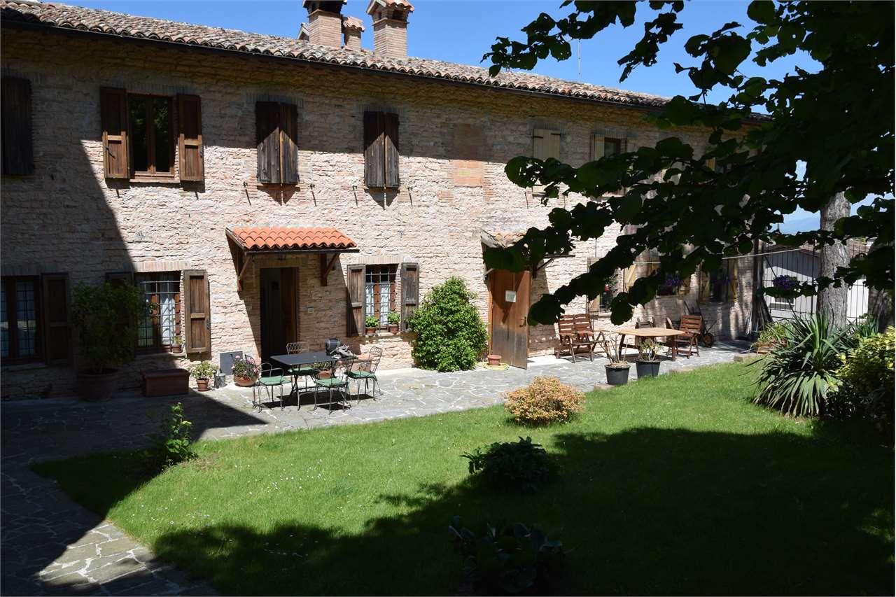 Palazzo / Stabile in vendita a Nocera Umbra, 9 locali, prezzo € 150.000 | CambioCasa.it