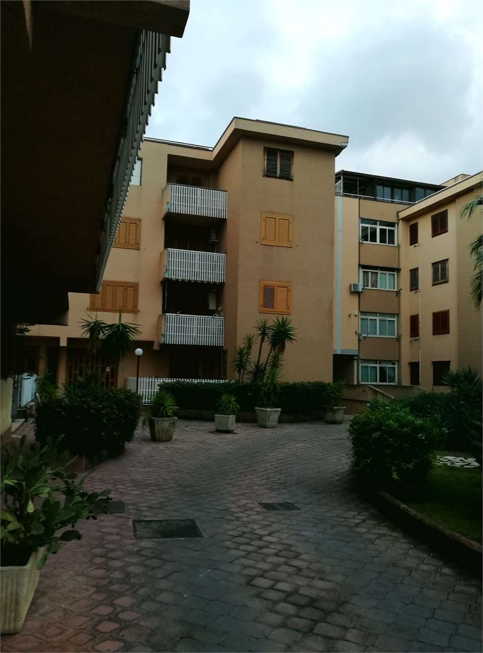 vendita appartamento carini  VIA VERONA 100000 euro  4 locali  120 mq