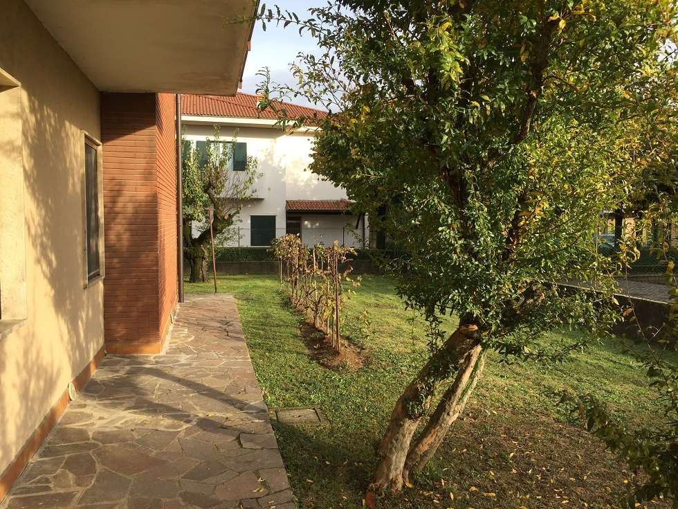Villa in vendita a Arcene, 9 locali, prezzo € 290.000   CambioCasa.it