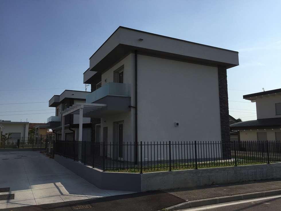 Villa in vendita a Azzano San Paolo, 6 locali, prezzo € 320.000   CambioCasa.it
