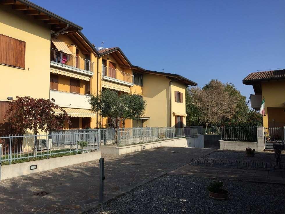 Appartamento in vendita a Ghisalba, 3 locali, prezzo € 139.000 | CambioCasa.it