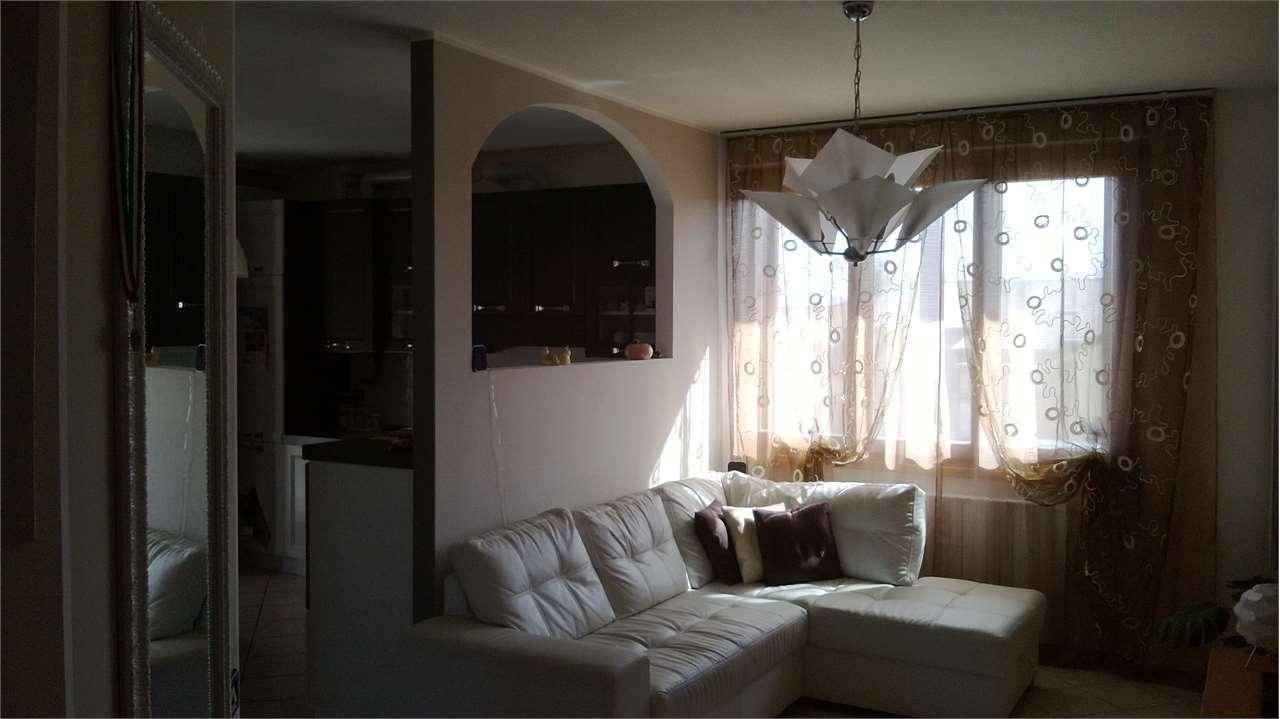 Appartamento in vendita a Lurano, 3 locali, prezzo € 115.000 | CambioCasa.it