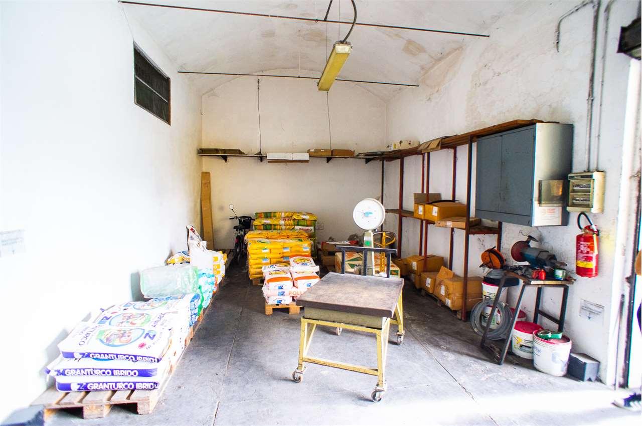 Magazzino in affitto a Chiesina Uzzanese, 9999 locali, prezzo € 650 | CambioCasa.it