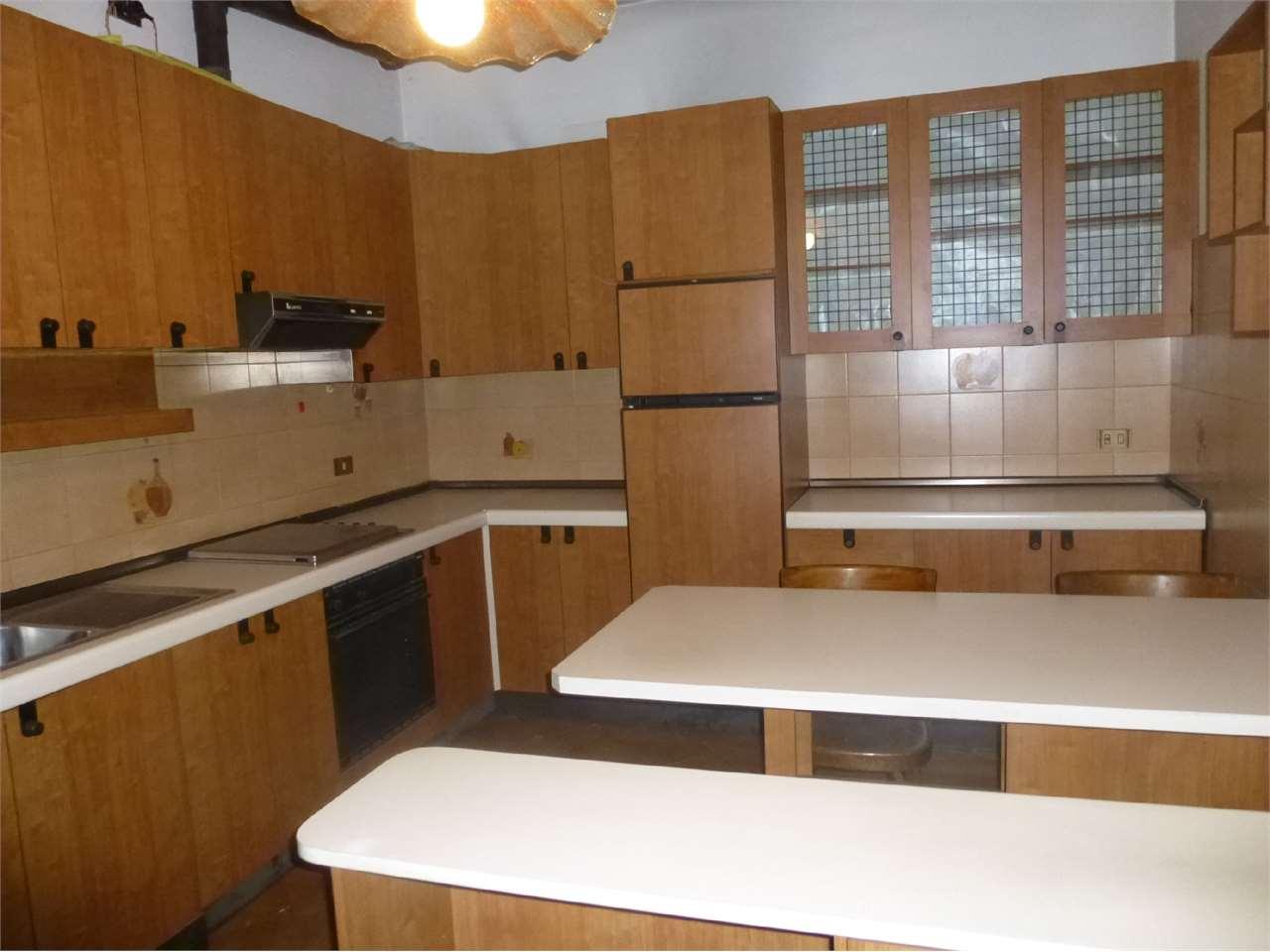 Appartamento in vendita a Busto Garolfo, 4 locali, prezzo € 95.000 | CambioCasa.it