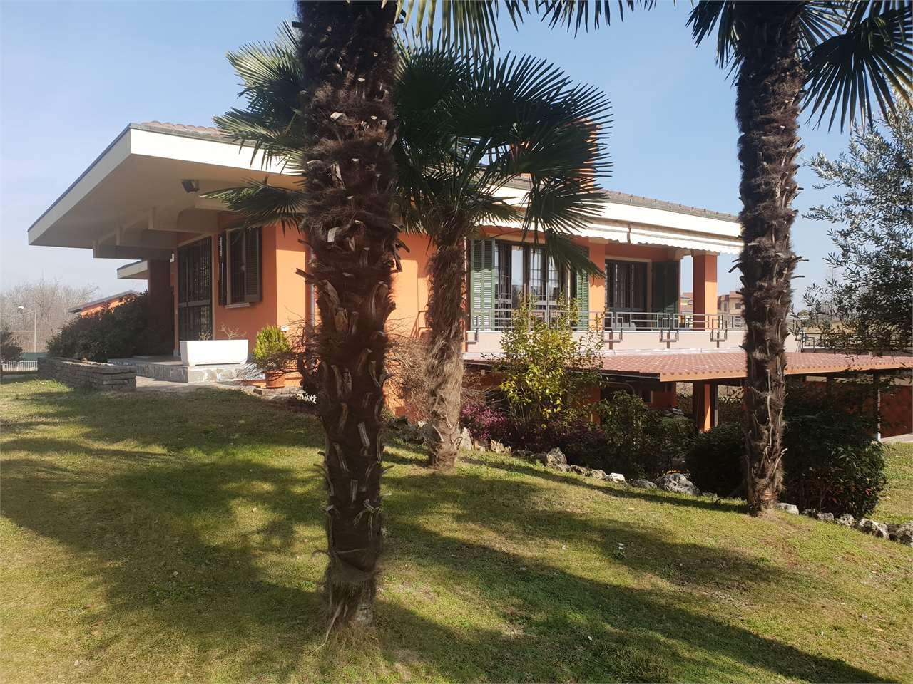 Villa in vendita a Bogogno, 5 locali, prezzo € 480.000 | CambioCasa.it