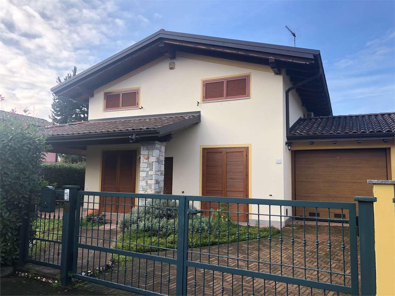 Villa in vendita a Veruno, 4 locali, prezzo € 240.000 | CambioCasa.it