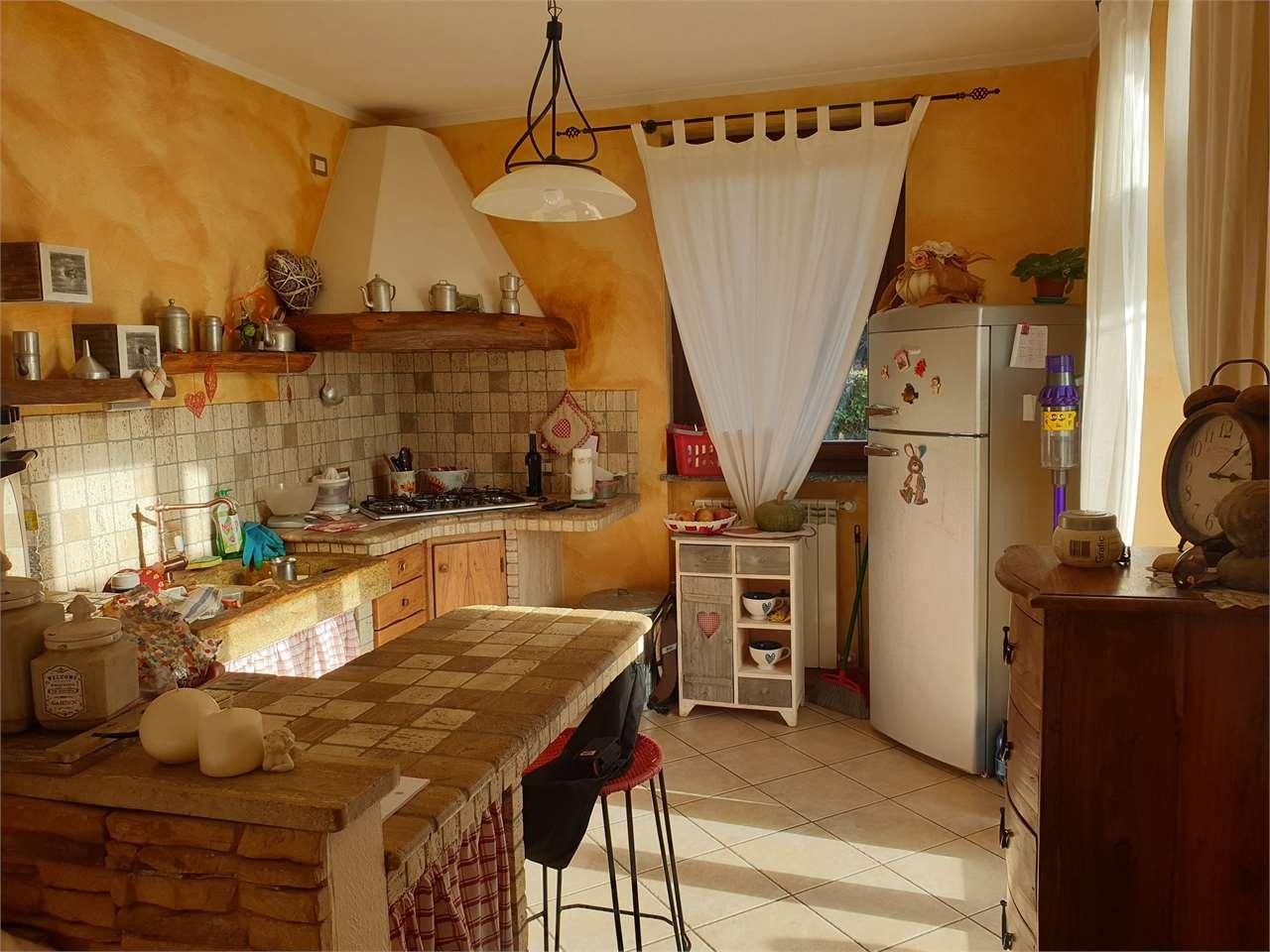 Villa in vendita a Veruno, 3 locali, prezzo € 295.000 | CambioCasa.it