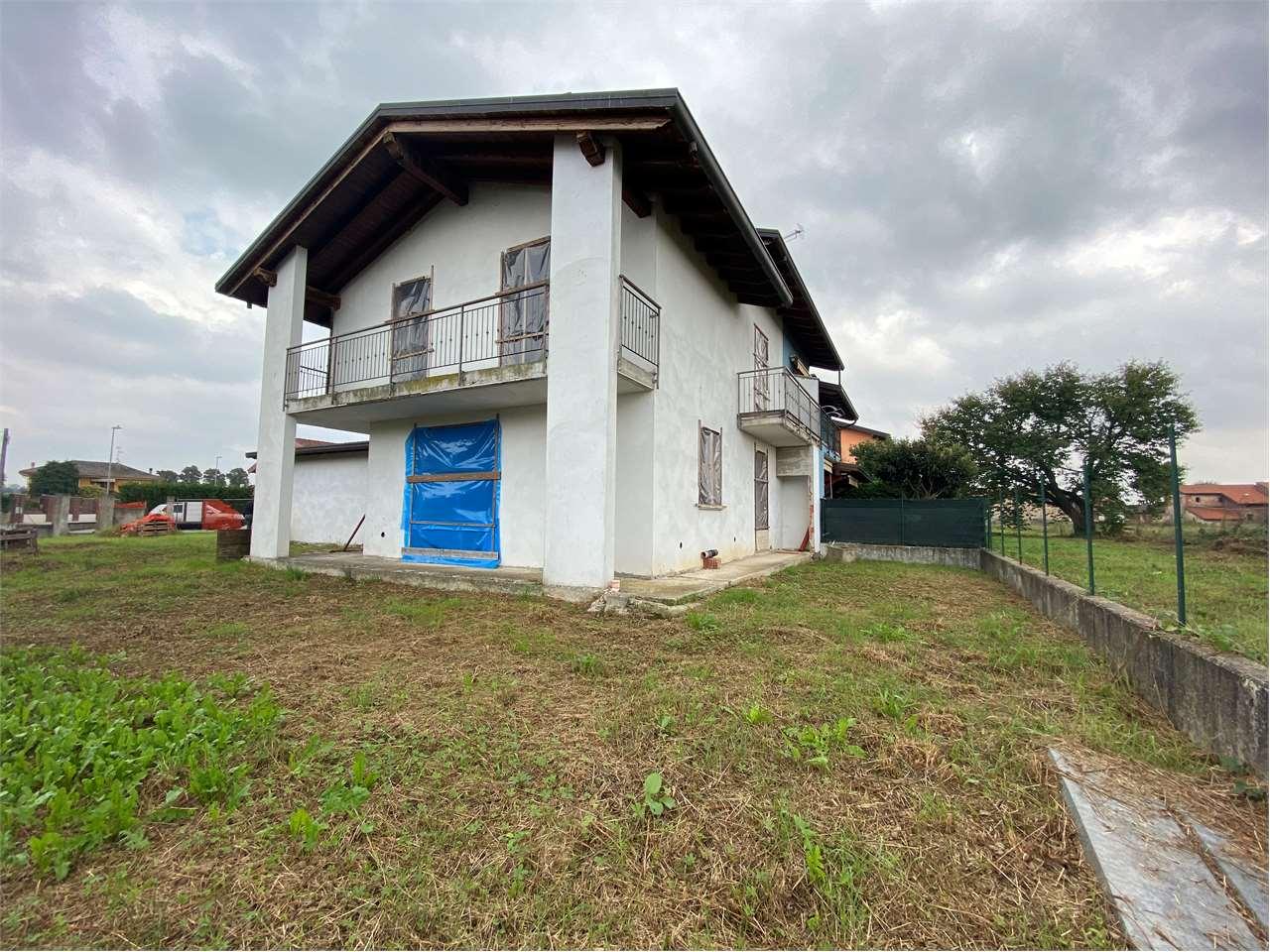 Villa in vendita a Vaprio d'Agogna, 4 locali, prezzo € 120.000 | CambioCasa.it