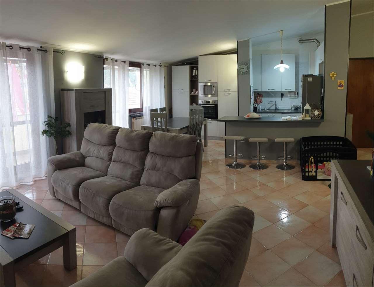 Appartamento in vendita a Pella, 3 locali, zona Zona: Alzo, prezzo € 95.000 | CambioCasa.it