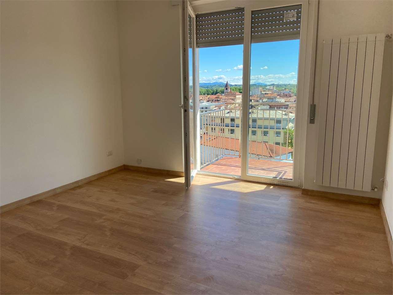 Appartamento in affitto a Borgomanero, 2 locali, prezzo € 550 | CambioCasa.it