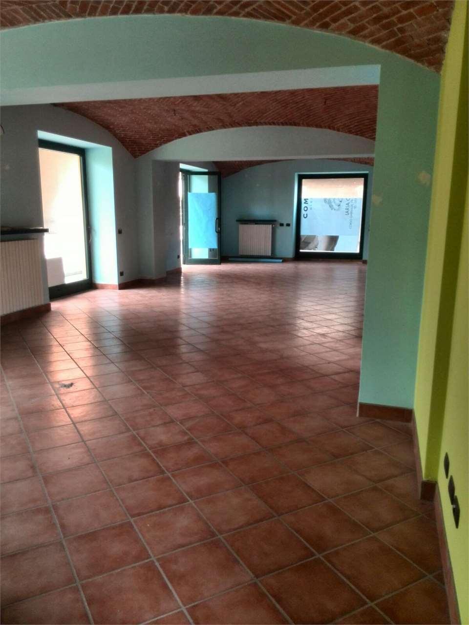 Negozio / Locale in affitto a Borgomanero, 1 locali, prezzo € 450 | CambioCasa.it