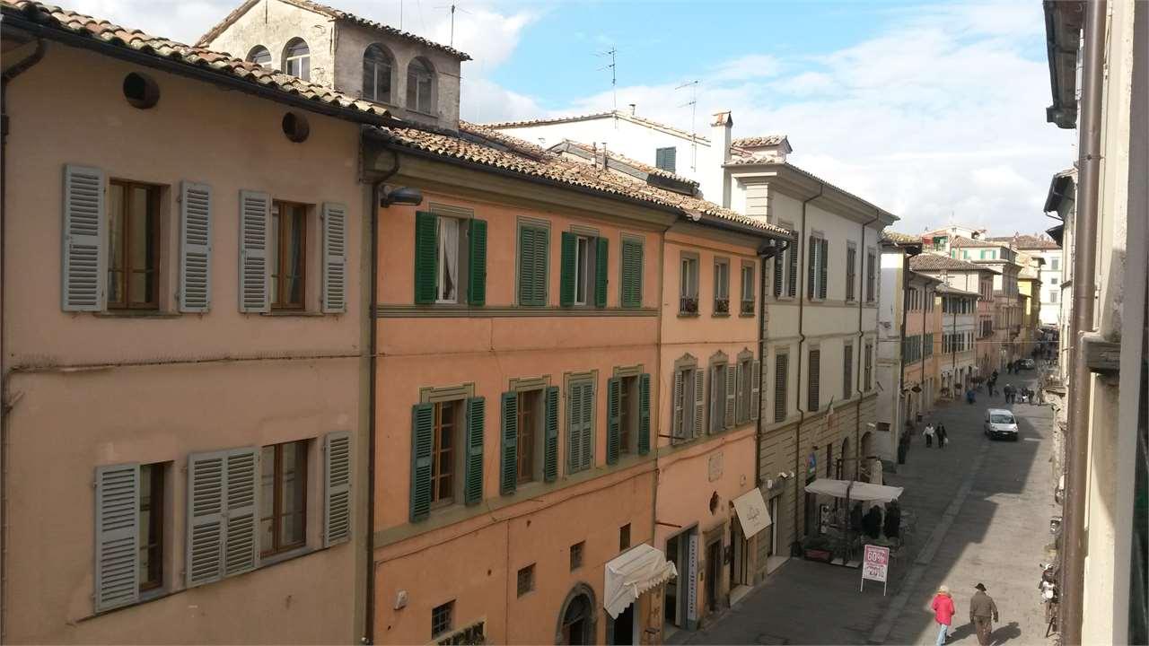 Appartamento in vendita a Città di Castello, 5 locali, prezzo € 105.000 | CambioCasa.it