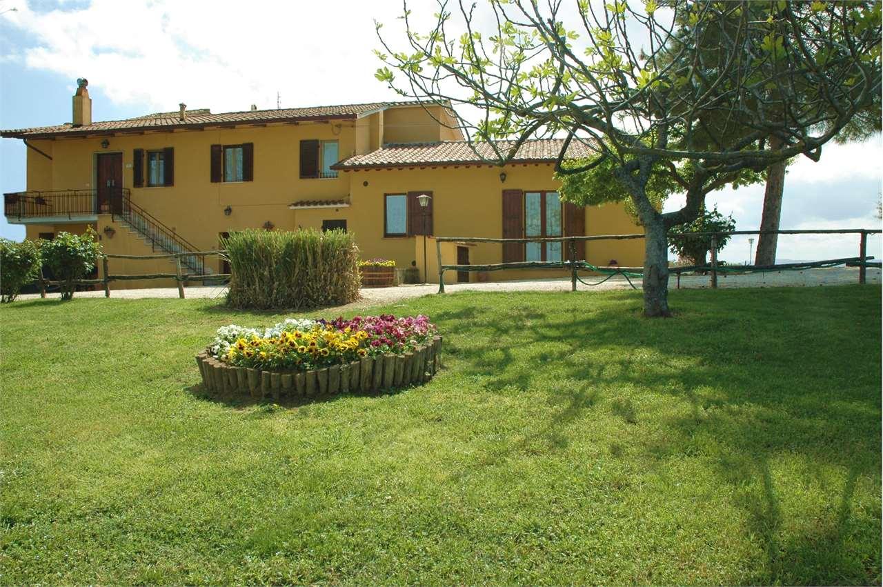 Rustico / Casale in vendita a Deruta, 10 locali, prezzo € 324.000   CambioCasa.it