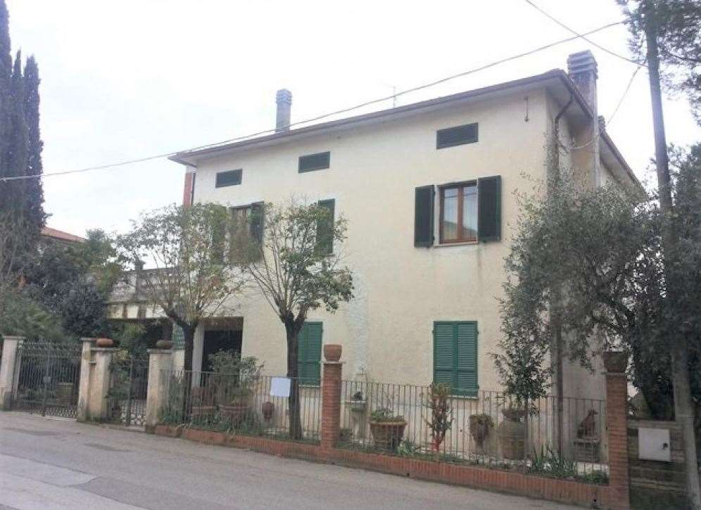 Attività / Licenza in vendita a Magione, 10 locali, zona Zona: Soccorso, prezzo € 180.000   CambioCasa.it