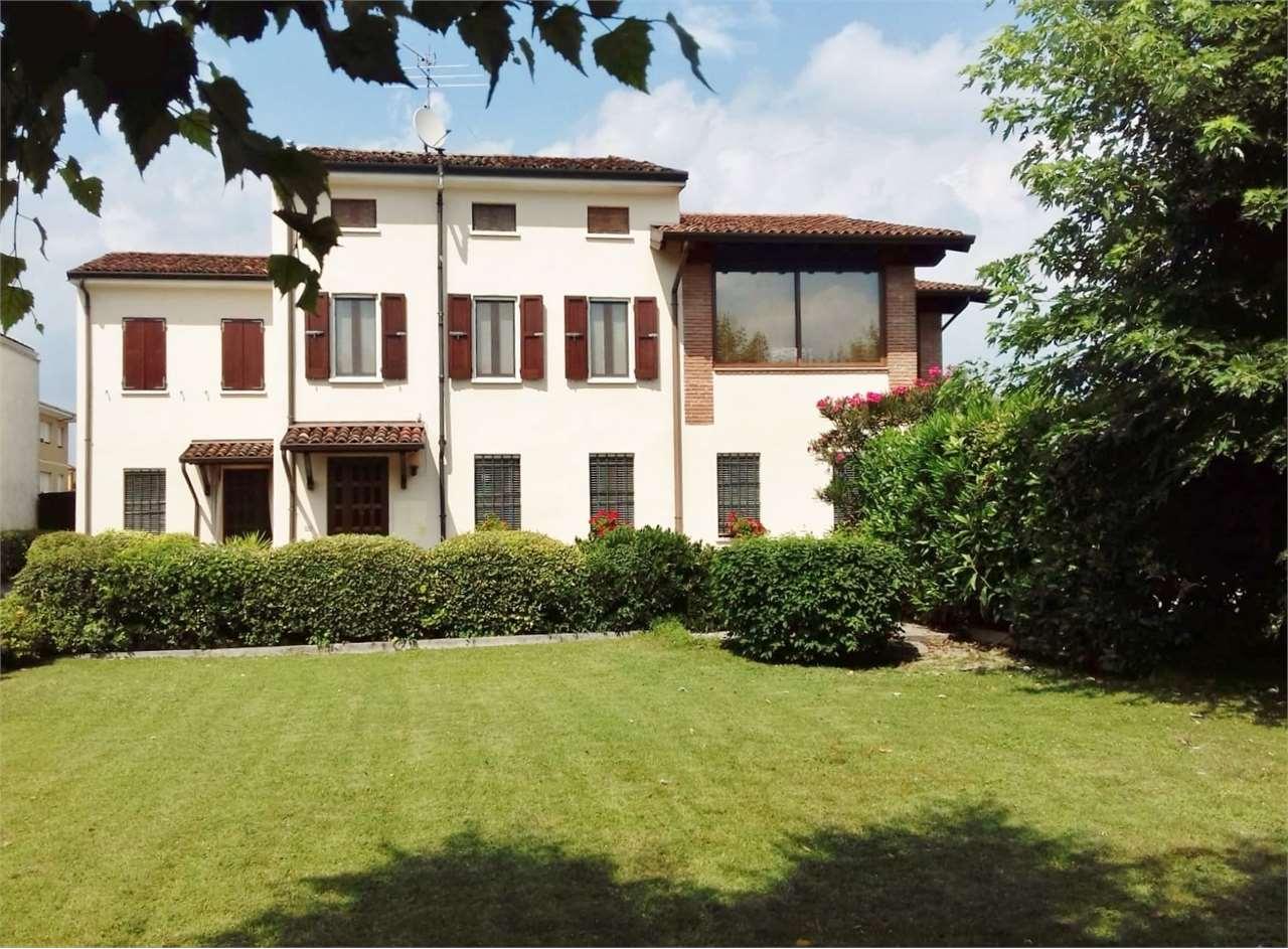 Villa in vendita a Castel Goffredo, 9 locali, prezzo € 380.000   CambioCasa.it