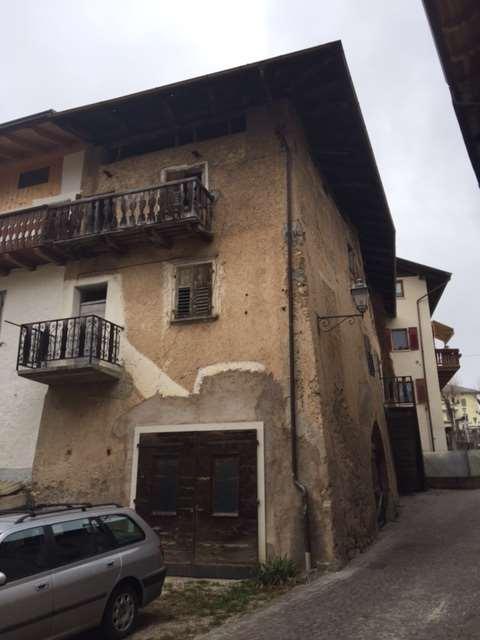 Appartamento in vendita a Sfruz, 4 locali, prezzo € 65.000   CambioCasa.it