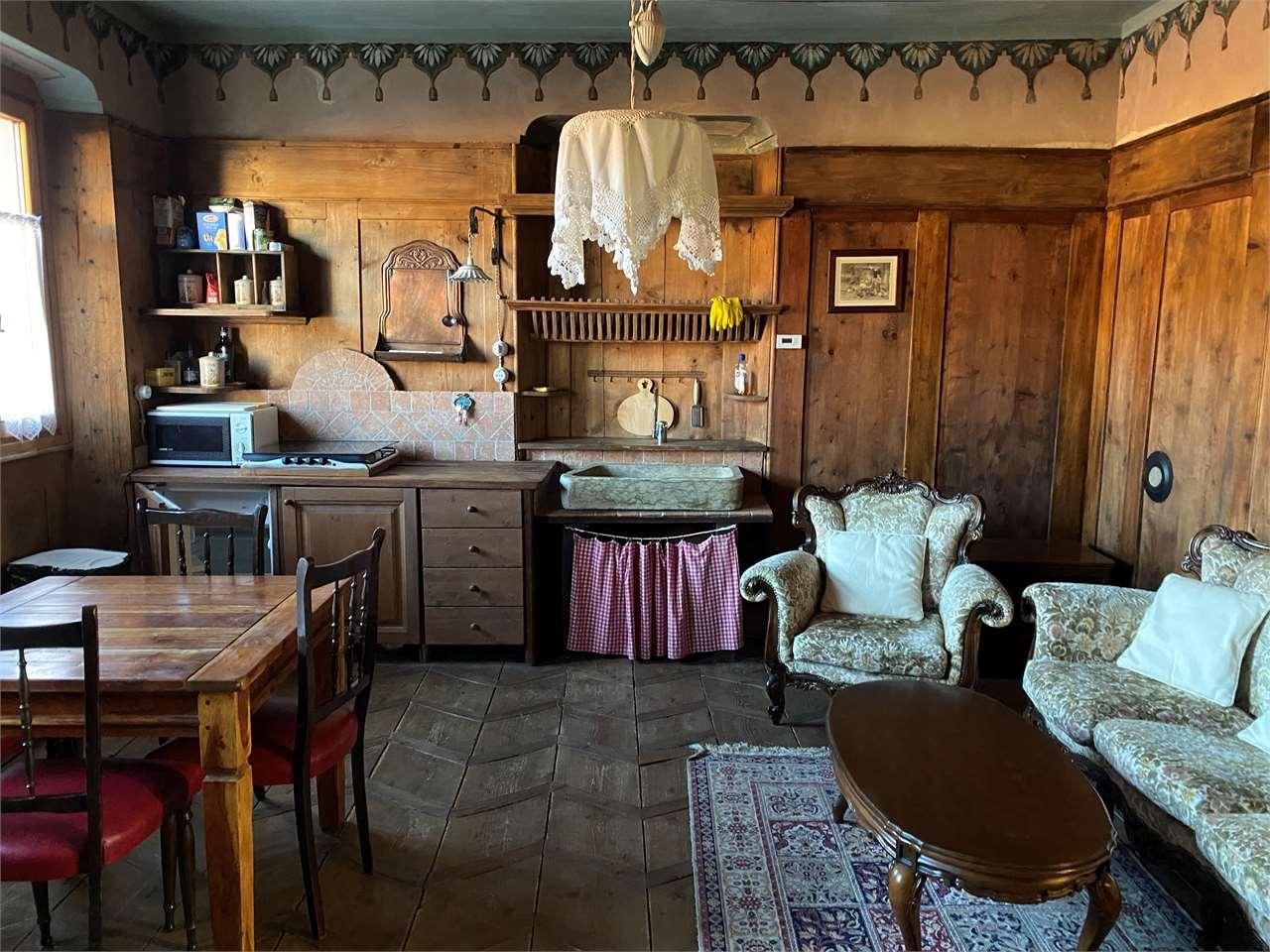 Appartamento in vendita a Sfruz, 8 locali, prezzo € 290.000   CambioCasa.it