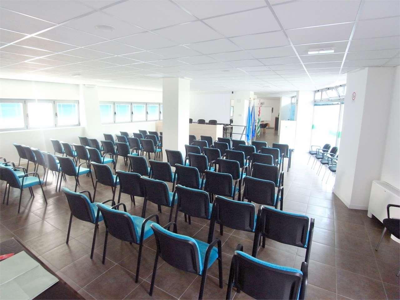 Ufficio / Studio in vendita a Monfalcone, 5 locali, prezzo € 360.000 | CambioCasa.it
