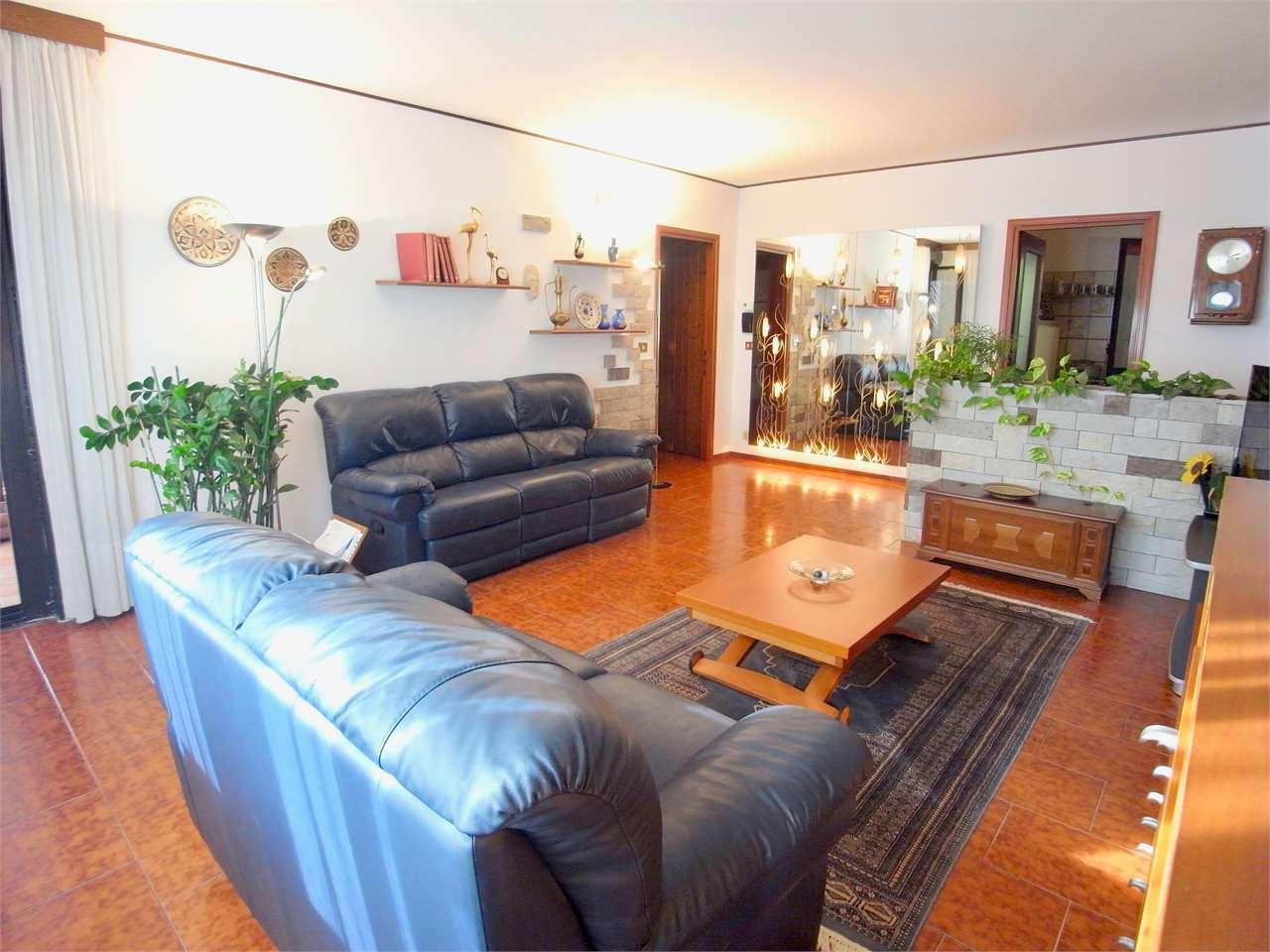 Appartamento in vendita a Muggia, 4 locali, zona Località: Muggia, prezzo € 85.000 | CambioCasa.it
