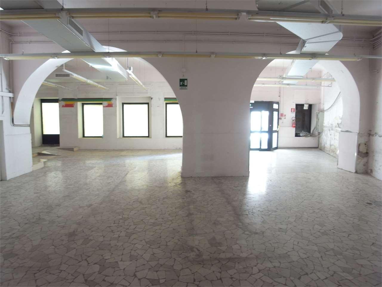 Negozio / Locale in affitto a Trieste, 1 locali, zona ro, prezzo € 2.200 | PortaleAgenzieImmobiliari.it