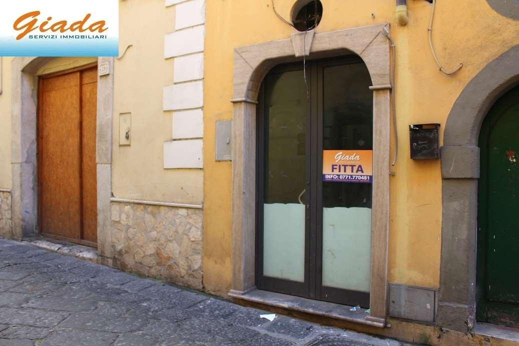 Negozio / Locale in affitto a Formia, 3 locali, prezzo € 450 | CambioCasa.it