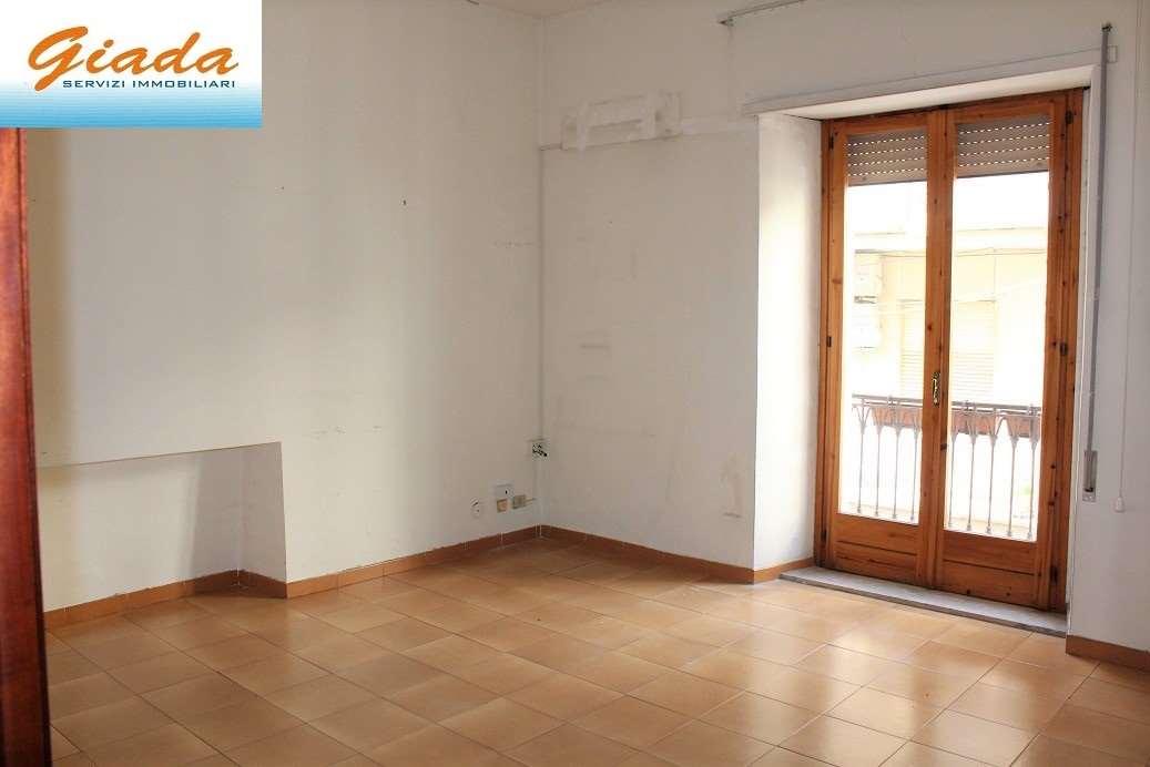 Ufficio / Studio in affitto a Formia, 4 locali, prezzo € 550   CambioCasa.it