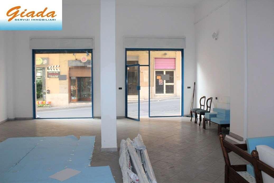 Negozio / Locale in affitto a Formia, 1 locali, prezzo € 800 | CambioCasa.it
