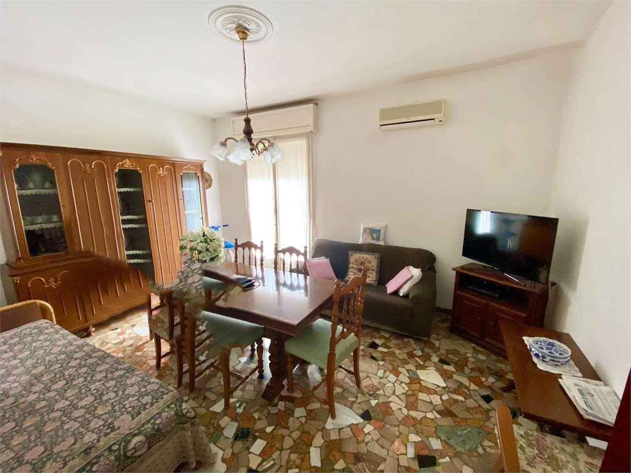 Appartamento in vendita a Correggio, 3 locali, prezzo € 85.000 | CambioCasa.it