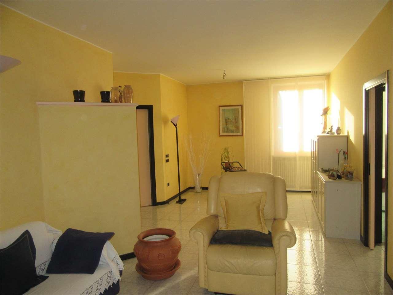 Appartamento in vendita a Pesaro, 6 locali, zona Zona: Santa Veneranda, prezzo € 249.000 | CambioCasa.it