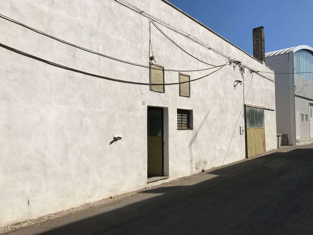 Laboratorio in affitto a Casarano, 9999 locali, prezzo € 700 | CambioCasa.it
