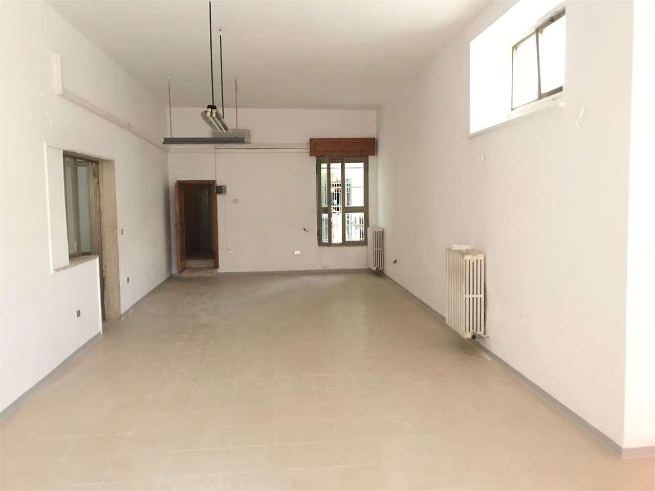 Negozio / Locale in affitto a Casarano, 9999 locali, prezzo € 500 | CambioCasa.it