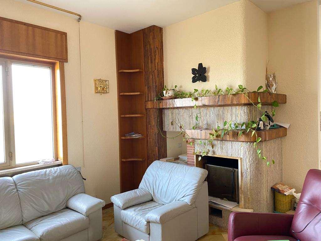 Appartamento in affitto a Casarano, 7 locali, prezzo € 450 | CambioCasa.it