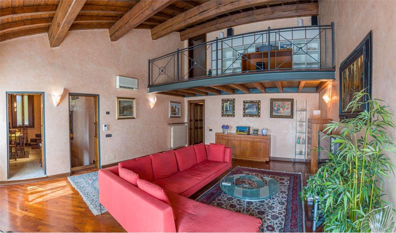 Vendita Quadrilocale Appartamento Mantova 50224