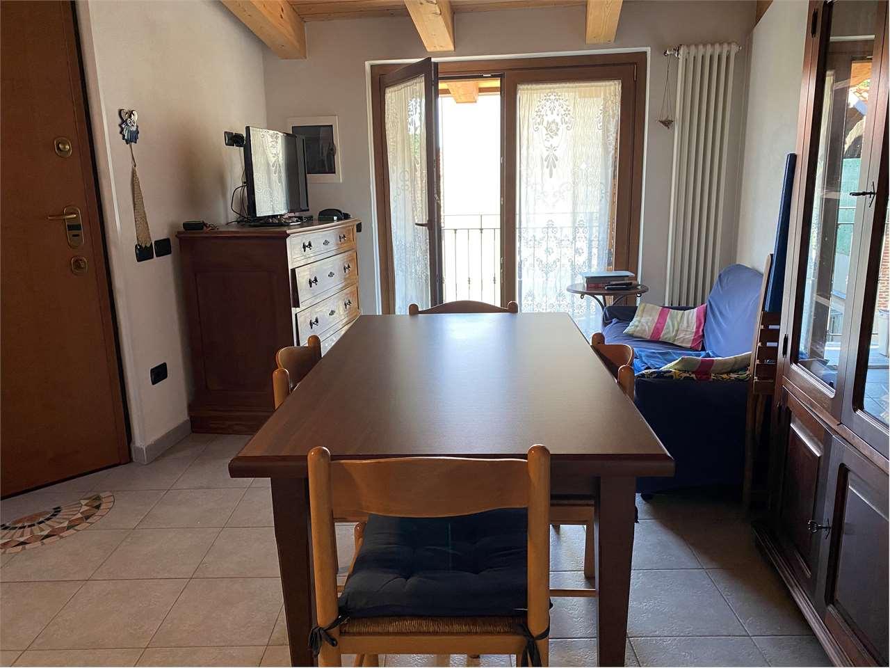 Appartamento in affitto a Fino Mornasco, 2 locali, prezzo € 500   CambioCasa.it