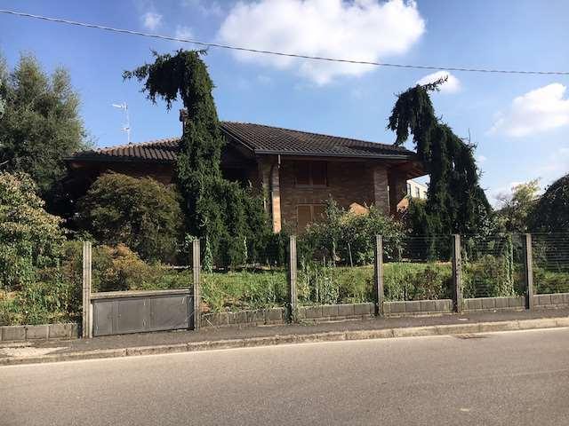 Villa in vendita a Fenegrò, 5 locali, prezzo € 580.000 | CambioCasa.it